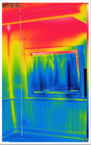 床から天井までの温度分布を表す赤外線画像