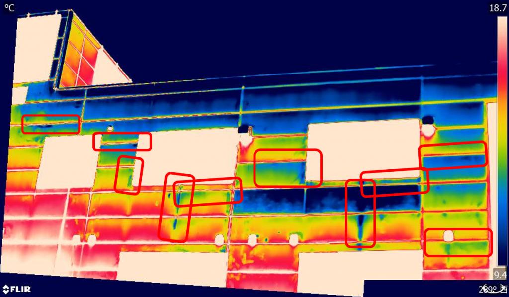 工場の雨漏りを赤外線サーモグラフィで撮影した写真