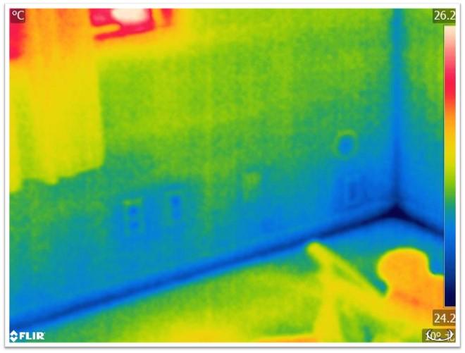 壁面の赤外線写真
